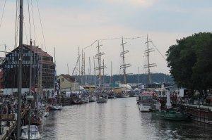 В Клайпеде «наплыв» зарубежных парусников