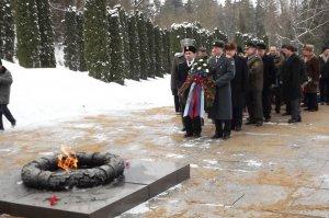 Дань уважения погибшим защитникам