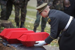 Семеро забытых солдат обрели достойное место упокоения (67 фото)